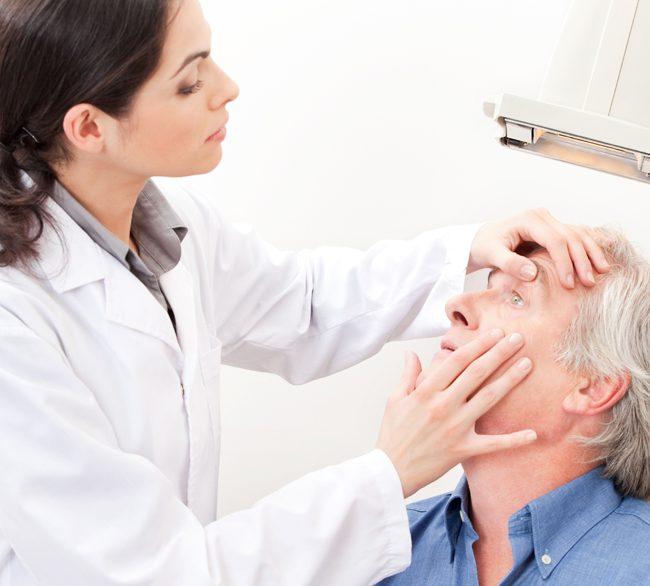 Kontaktlinsen – Sitzüberprüfung und Nachkontrolle
